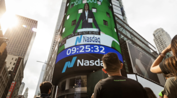 Robinhood's Shares Fall in Public Trading Debut